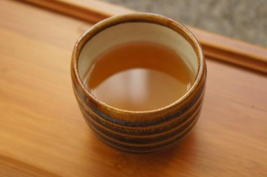 2006 Fujian Zhangping Shui Xian Cha Bing - s šálkem ruční výroby od keramika P. Jurníčka